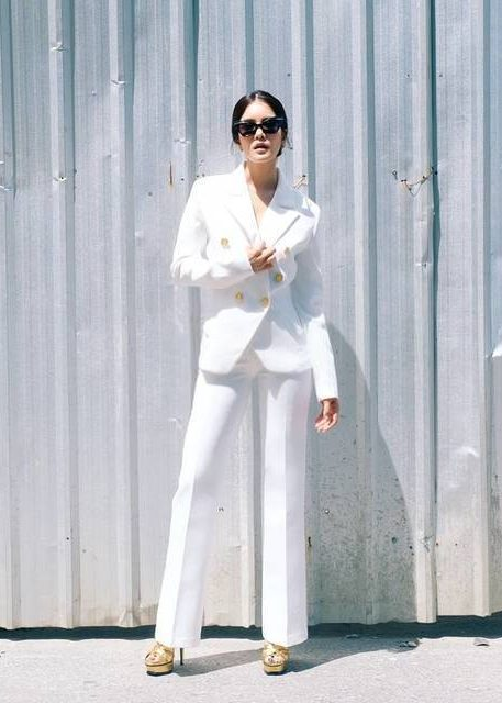 ชุดสูทสีขาว แบบไหนก็สวย