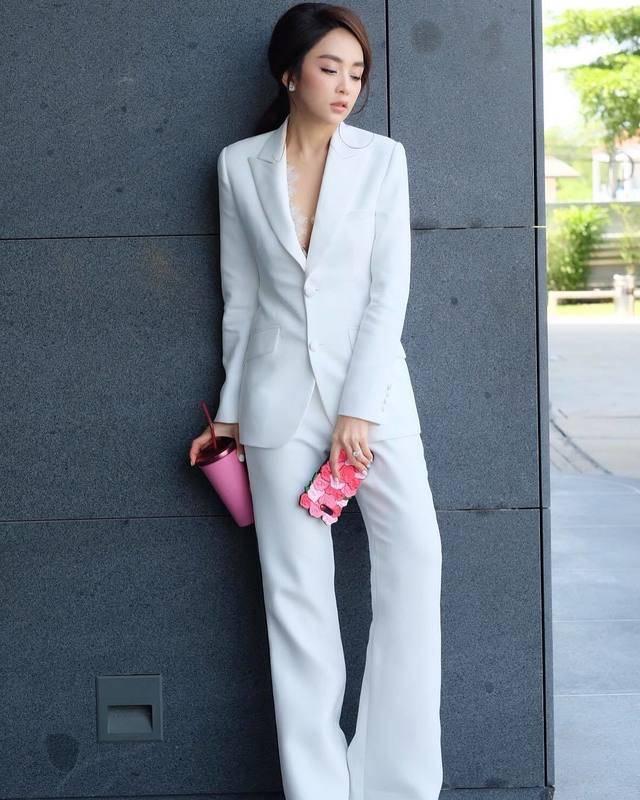 ชุดสูทสีขาว สวยมีระดับกับแม่เป้ย