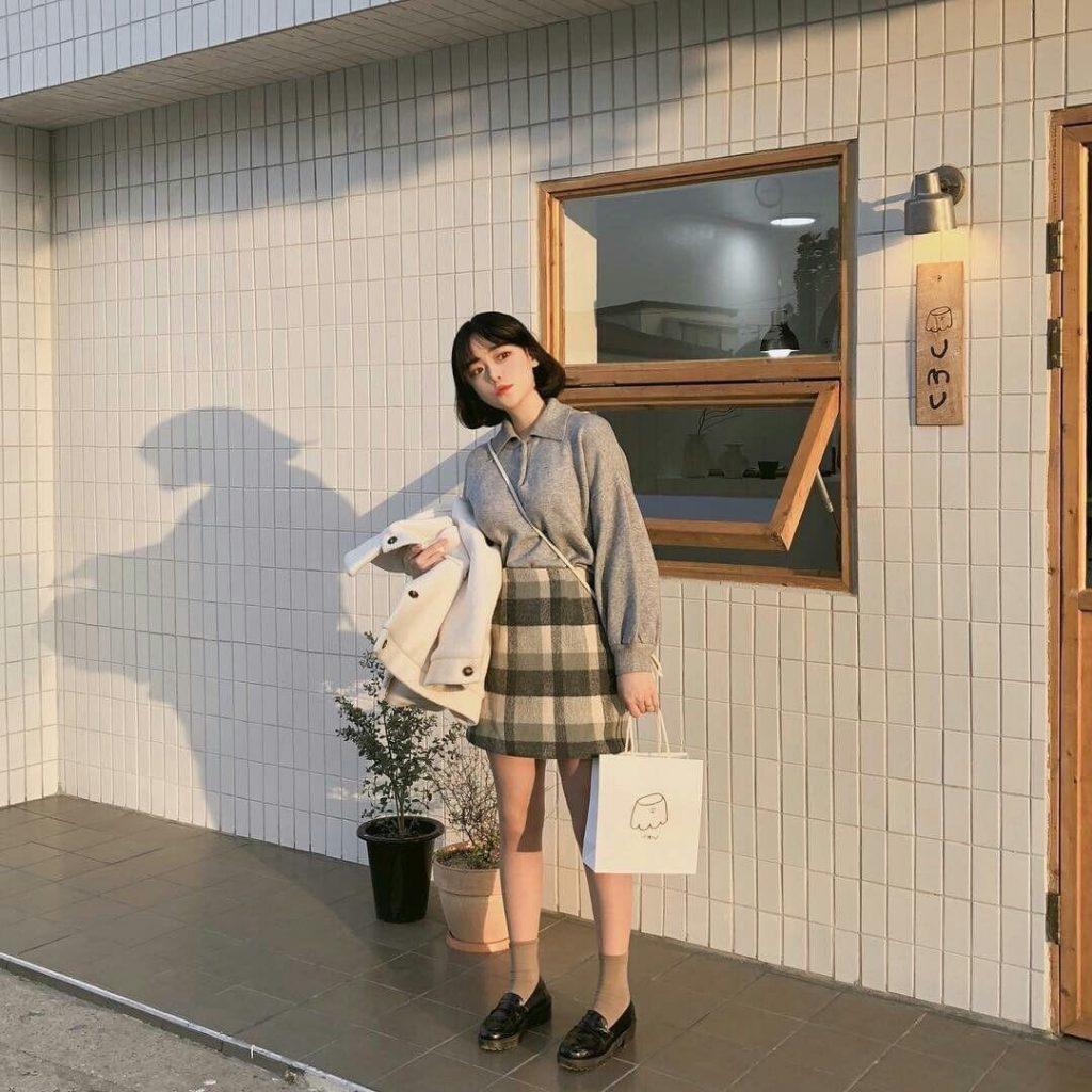 ถ่ายรูปหน้าคาเฟ่ แบบสาวญี่ปุ่น