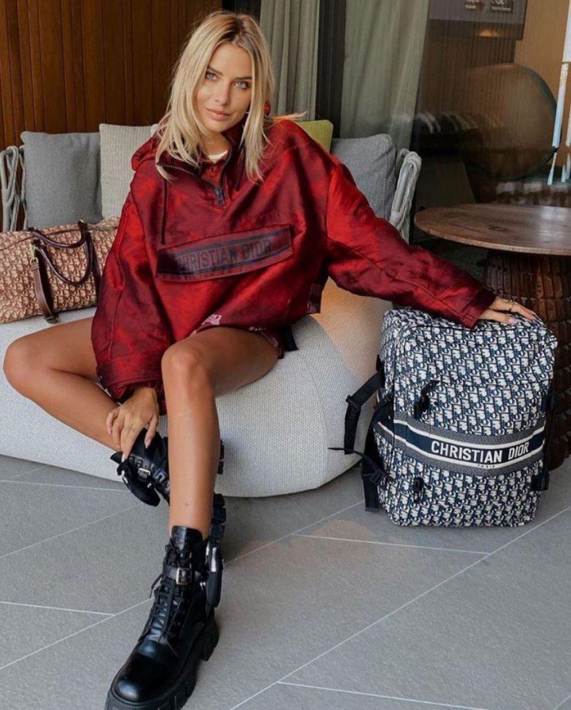 แฟชั่นหน้าหนาว Dior 2020 กับเสื้อกันหนาวสีแดงแรงกว่าใคร