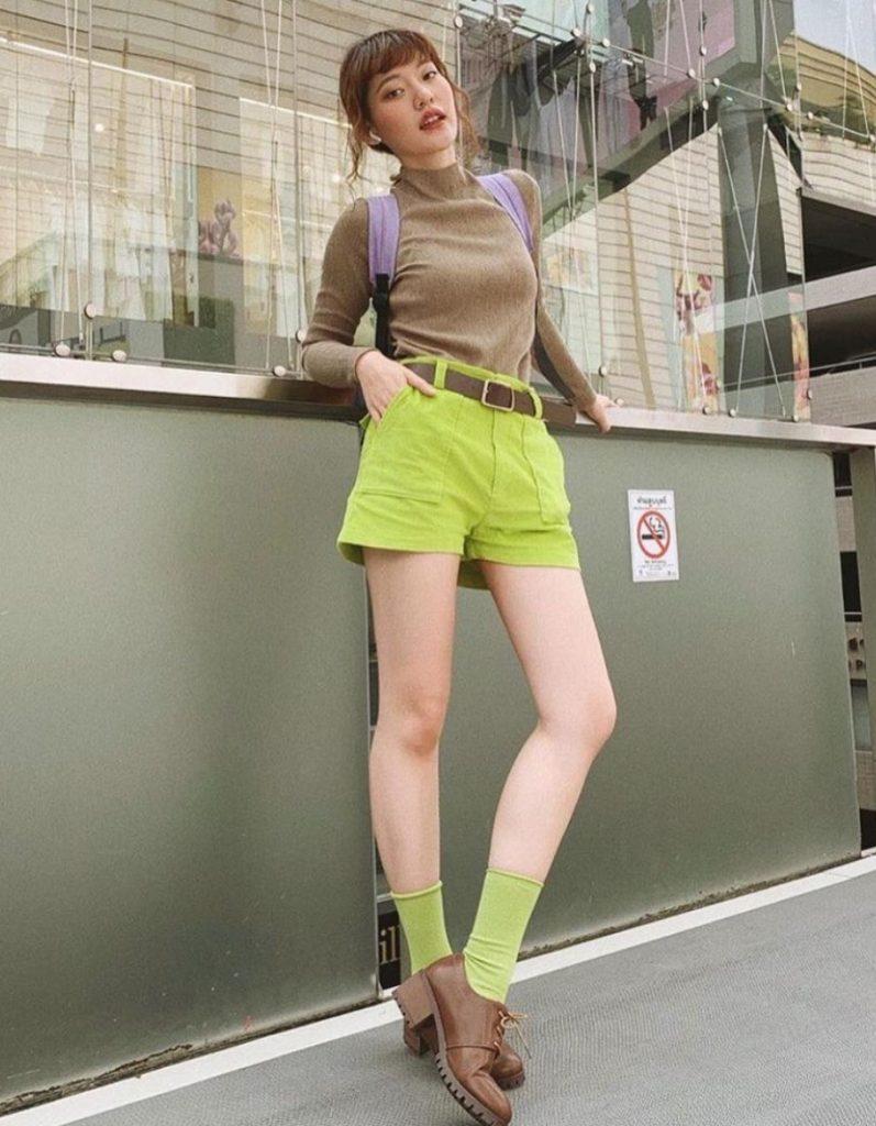 ถุงเท้าน่ารักๆ สีเขียวเข้ากับกางเกง