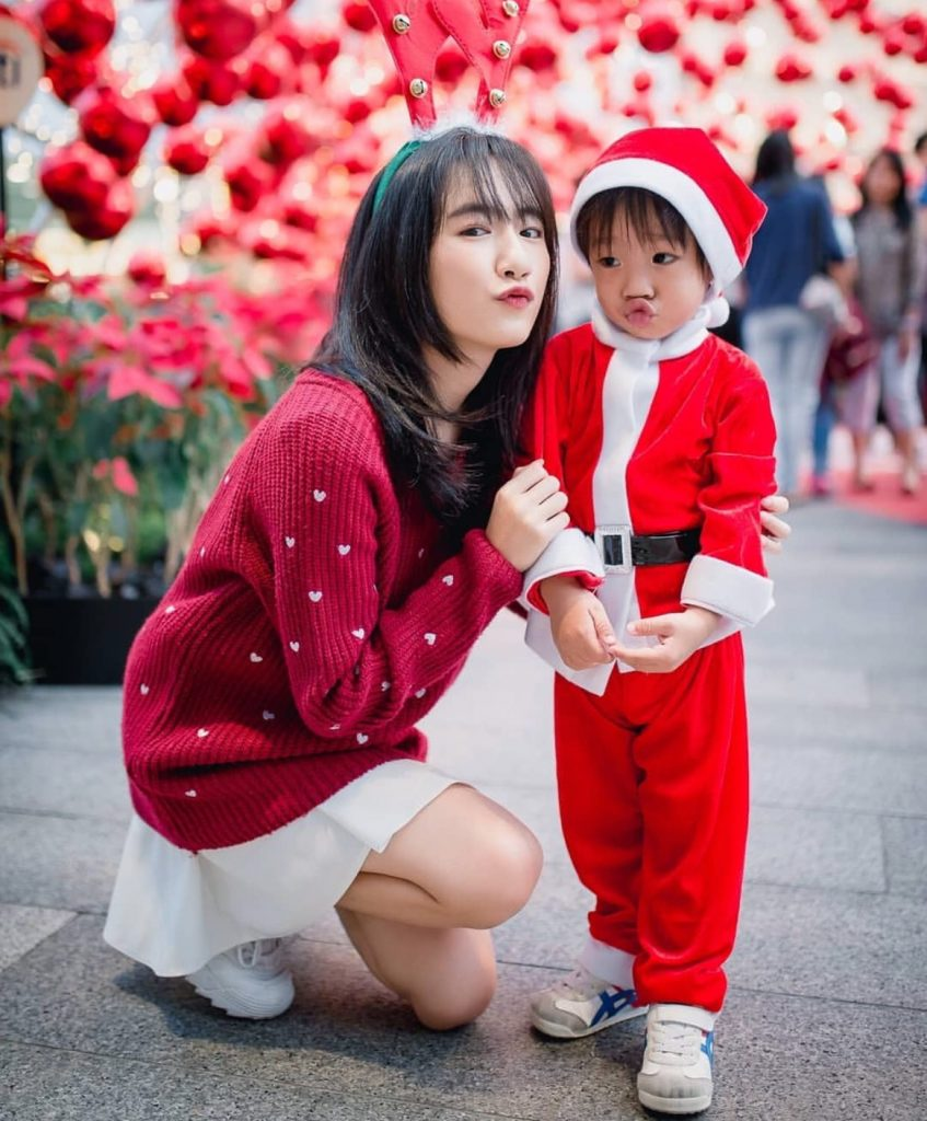 แต่งตัววันคริสต์มาสเสื้อแดงกระโปรงขาวก็ปังสุด