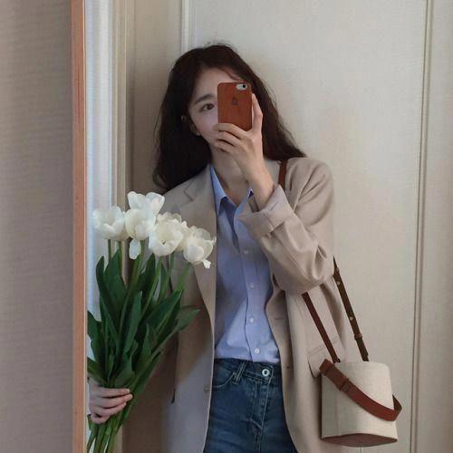 ถ่ายรูปกับช่อดอกไม้แบบผ่านกระจกได้รูปสวยสุดชิค