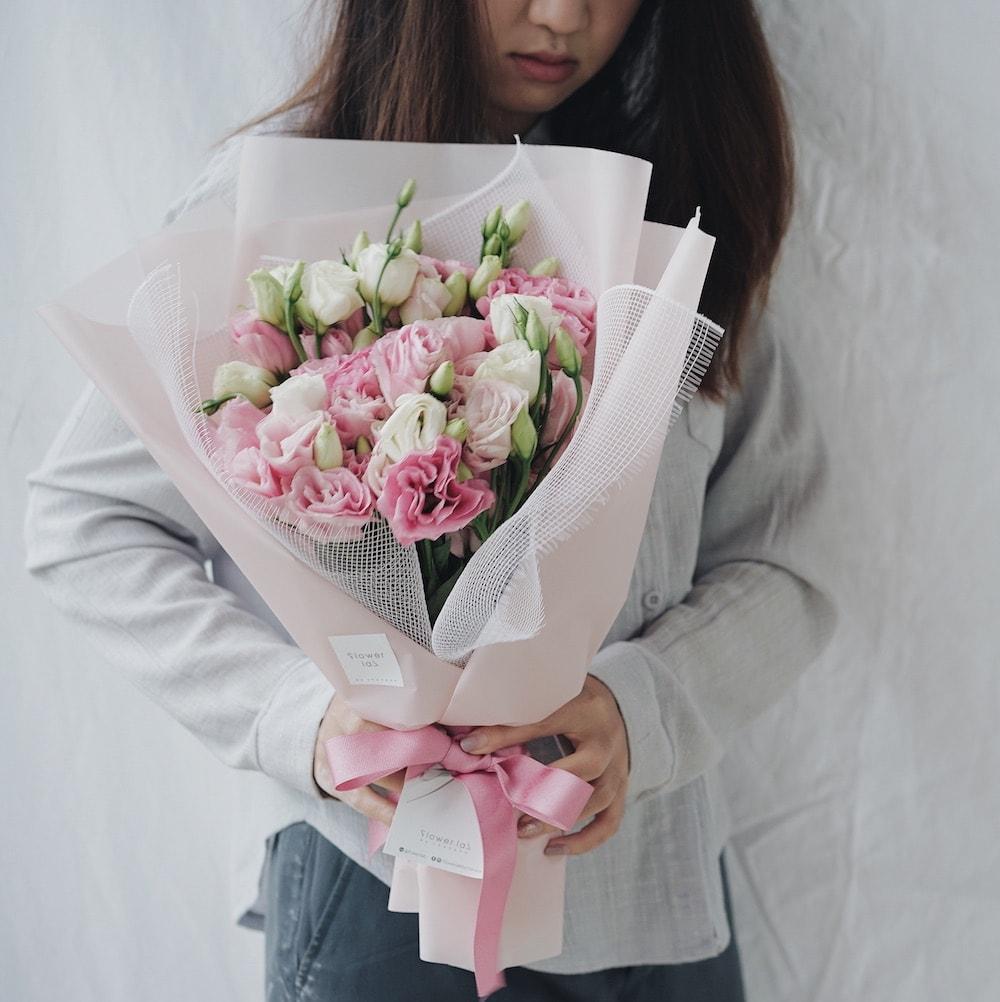 ถ่ายรูปกับช่อดอกไม้ใด้รูปโฟกัสแต่ดอกไม้ไปเลยเก๋ๆ