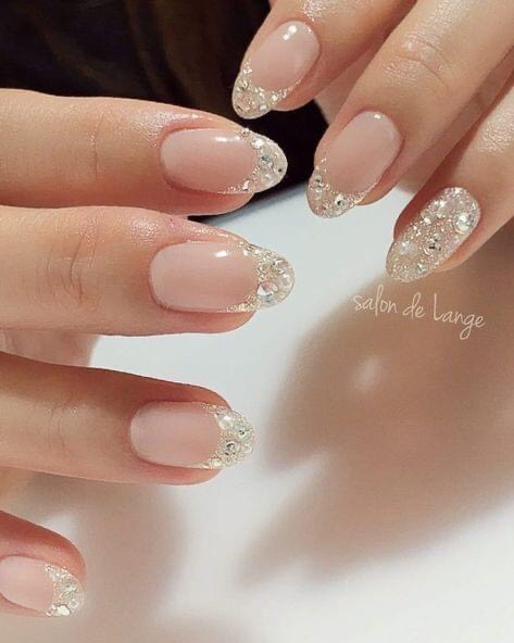 French Nails แบบหรูหรา มีความวิบวับ