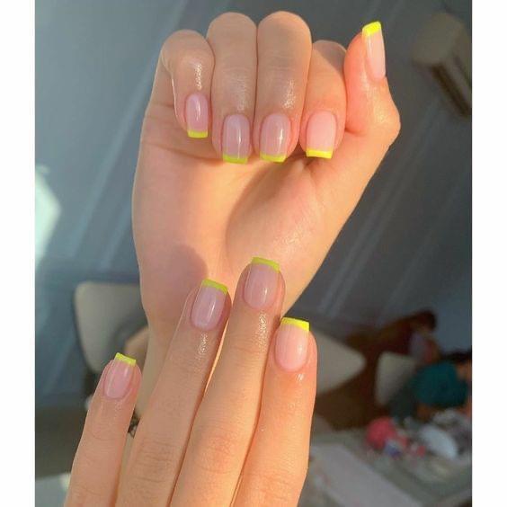 French Nails มีสีสันที่สวยสดใส ละมุนมากๆ