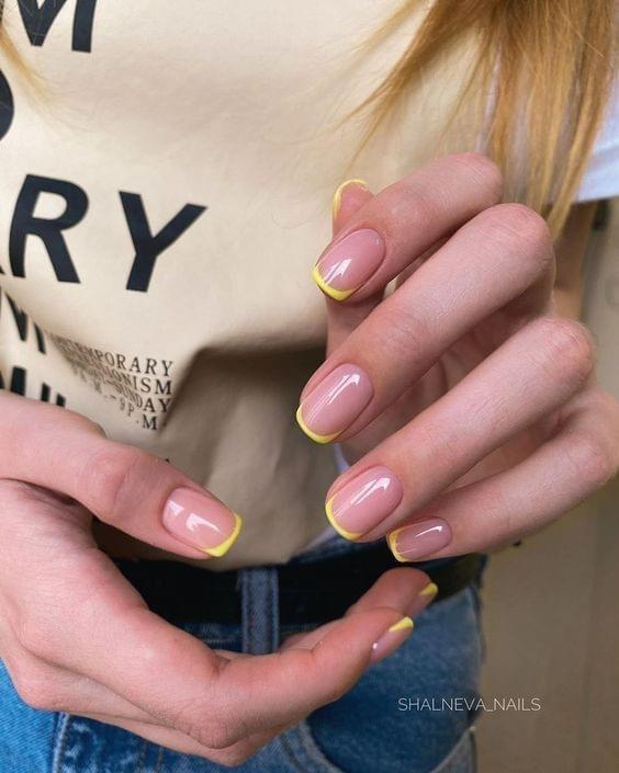 French Nails ทำให้มือสวยผ่องขึ้นในทันที