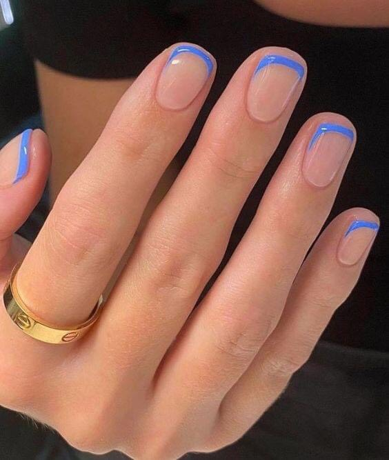 French Nailsเล็กน้อยแต่หรูมีสไตล์