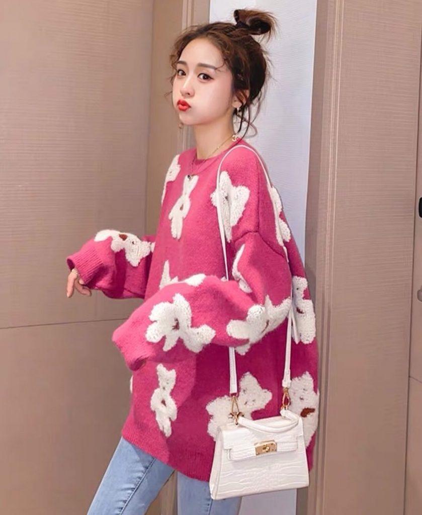 เสื้อกันหนาวสีสดใสสีชมพูลายหมีน้อยน่าใส่