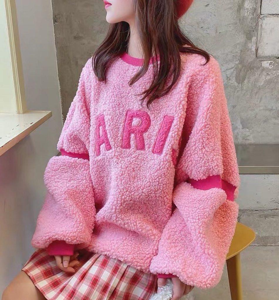 เสื้อกันหนาวสีสดใสสีชมพูเพิ่มความสดใสได้อีกเป็นเท่าๆ