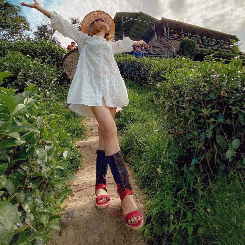 รองเท้าบูทโบฮีเมียน ใส่กับชุดขาวได้ลุคสุดเท่
