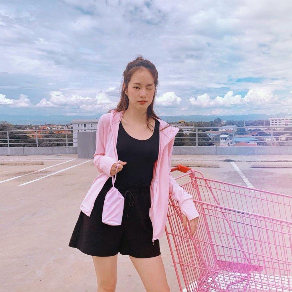 แต่งตัวสไตล์พิมฐา กับเสื้อสีชมพูน่ารักผุดๆ