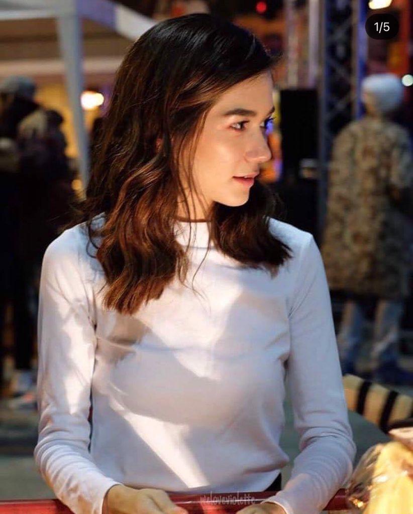 เสื้อคอเต่า สีขาวใส่แล้วสวยเด่น