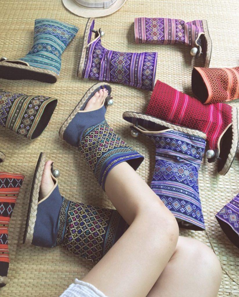รองเท้าบูทโบฮีเมียนลวดลายมากมายให้เลือกใส่