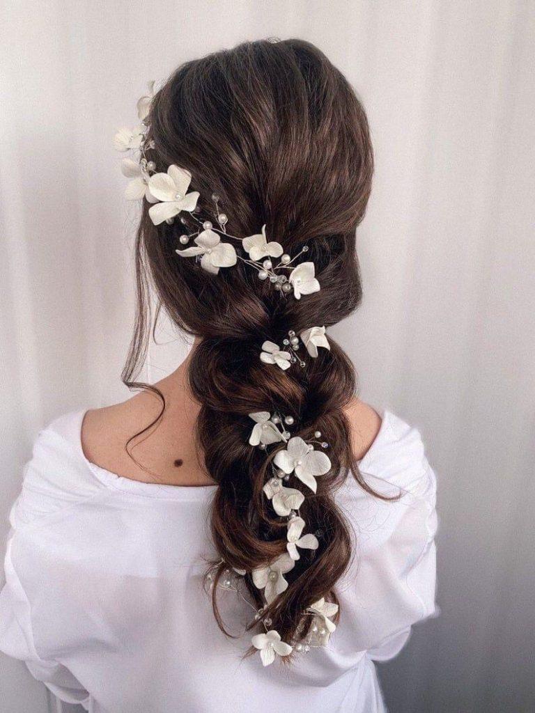 ทรงผมเพื่อนเจ้าสาว แบบเปียแล้วติดดอกไม้สวยๆ