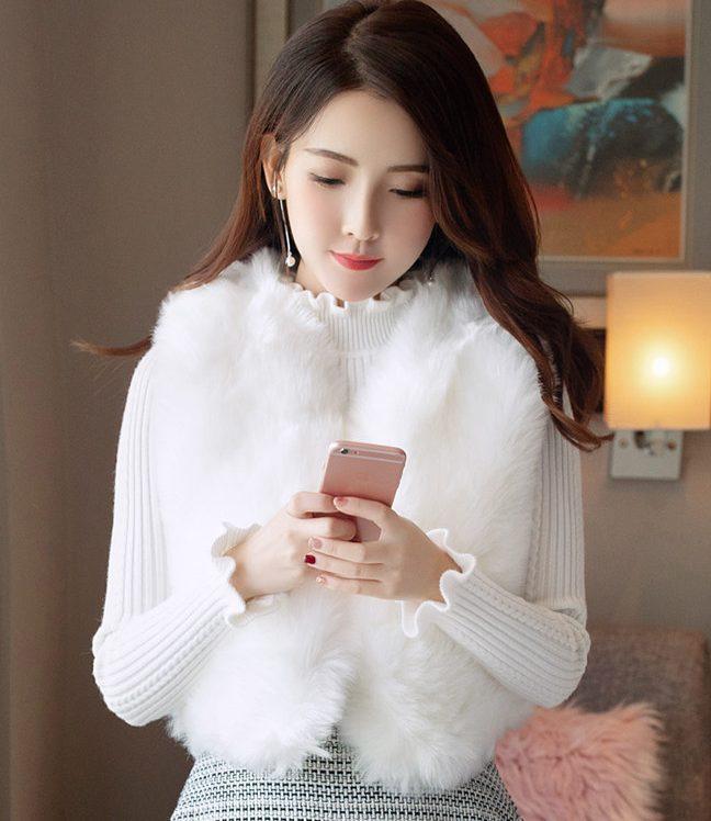 เสื้อกันหนาวขนเฟอร์แบบเสื้อกั๊กก็ให้ความน่ารักสุดๆ