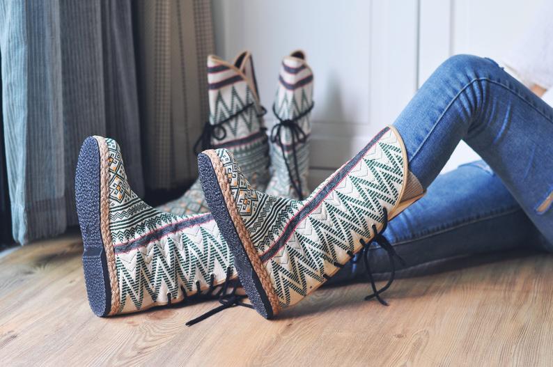 รองเท้าบูทโบฮีเมียนใส่กับยีนส์เท่อย่าบอกใคร