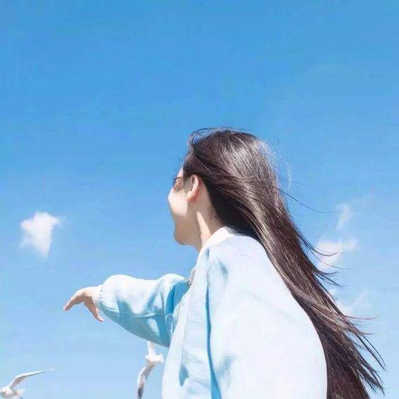 ไอเดียถ่ายรูปกับท้องฟ้า แบบหันหลังให้กล้อง