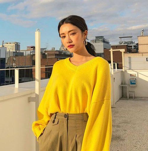 Pantone 2021กับเสื้อเหลืองสีสดใส