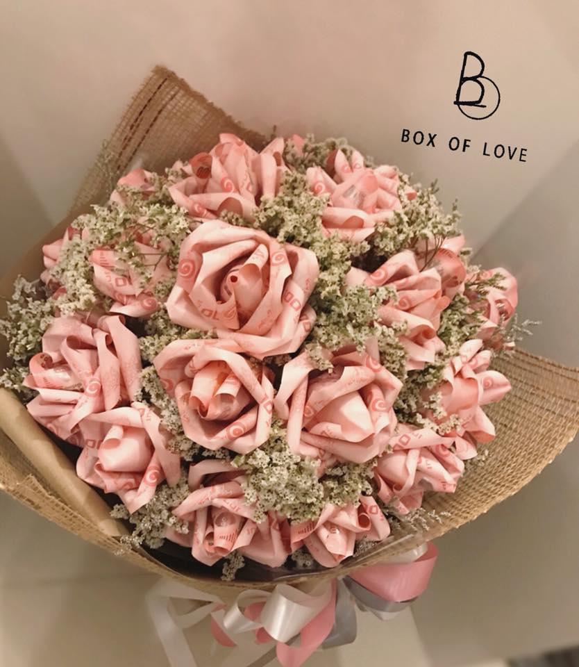 ช่อดอกไม้วาเลนไทน์ด้วยการพับแบงค์100