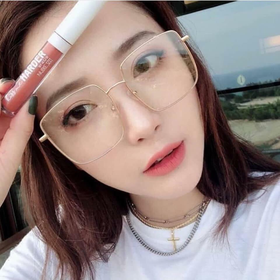 แว่นตาทรงเหลี่ยม กับสาว 2021