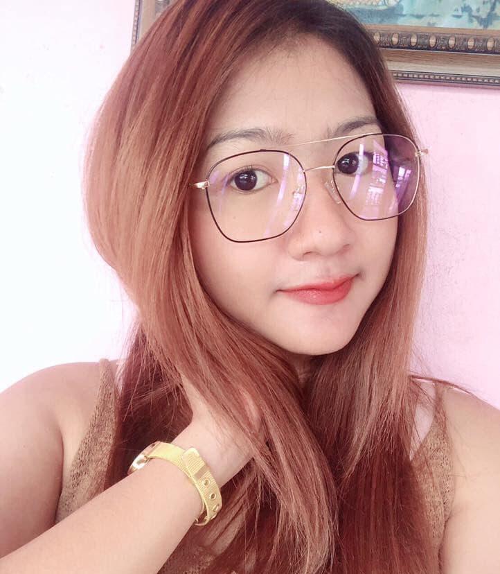 แว่นตาทรงเหลี่ยมกับสาววัยใส