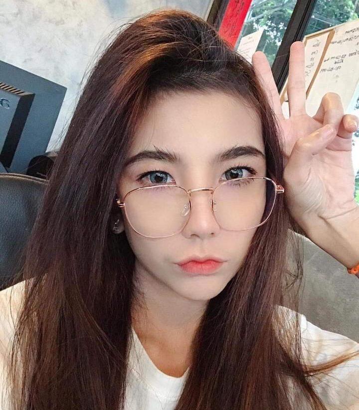 แว่นตาทรงเหลี่ยมกรอบสีสวย