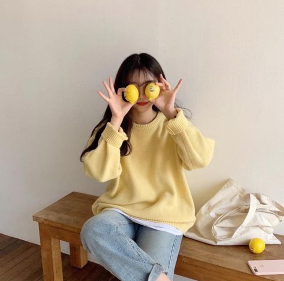 Pantone 2021กับเสื้อกันหนาวสีเหลืองน่ารักน่าใส่