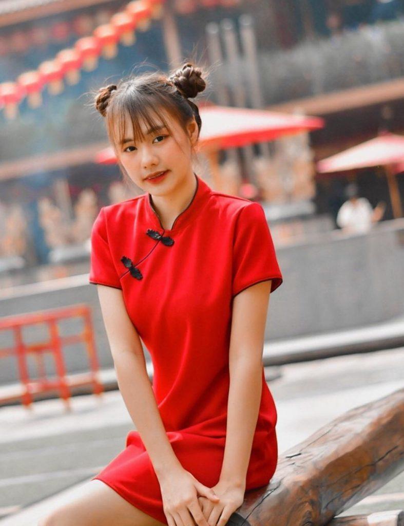 ชุดกี่เพ้าสีแดงใส่สวยแรงรับทรัพย์
