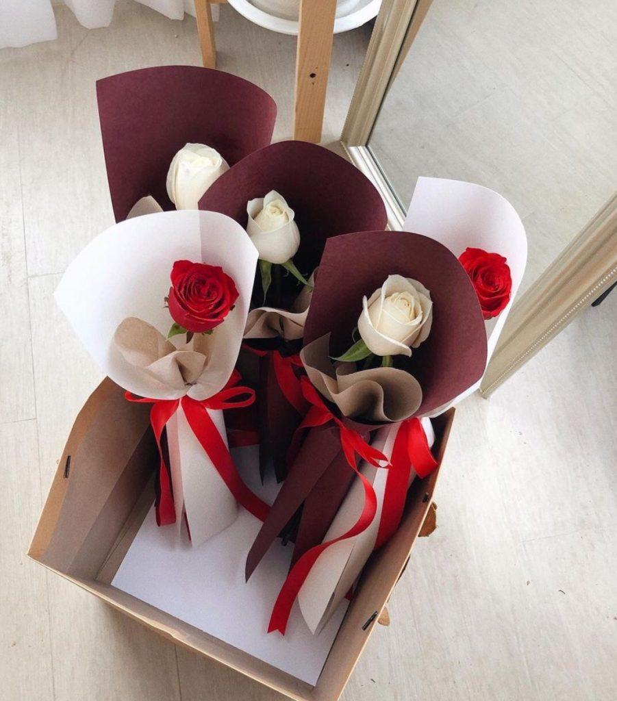 ช่อดอกไม้วาเลนไทน์ที่สามารถนำไปให้คนรัก และสื่อความหมายได้เป็นอย่างดี