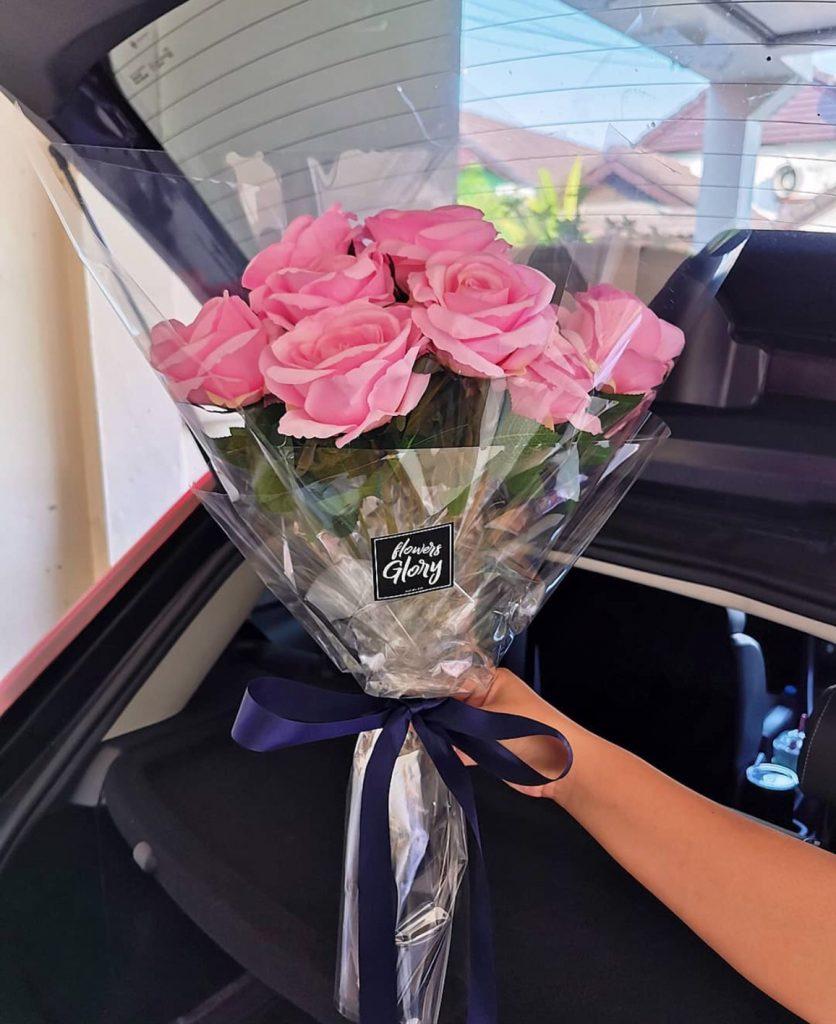 ช่อดอกไม้วาเลนไทน์ ให้แฟน ด้วยดอกกุหลายสีชมพู