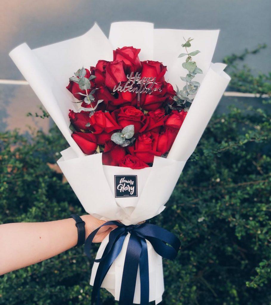 ช่อดอกไม้วาเลนไทน์ดอกกุหลาบสีแดง