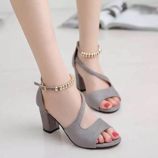แฟชั่นรองเท้าส้นสูง แบบไฮโซ สวยน่าใส่