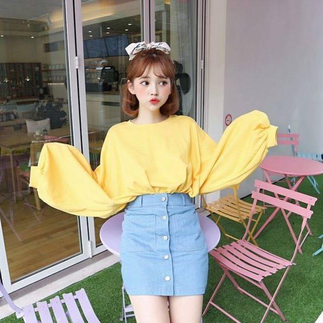 แฟชั่นสีเหลือง กับเสื้อโอเวอร์ไซส์ ใส่น่ารักสุดคิ้วท์