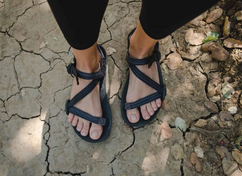 รองเท้าแตะสายไขว้ ใส่เดินป่า