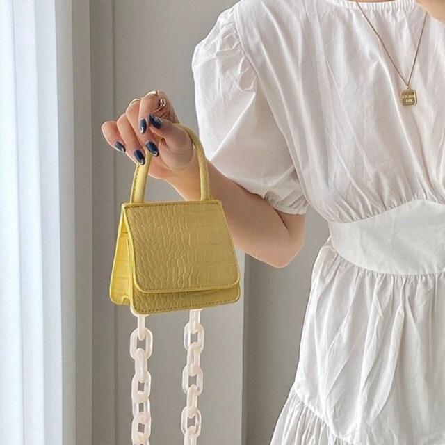 กระเป๋าเหลือง